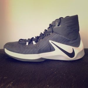 Nike Zoom Clearout size 9 Basketball Shoes